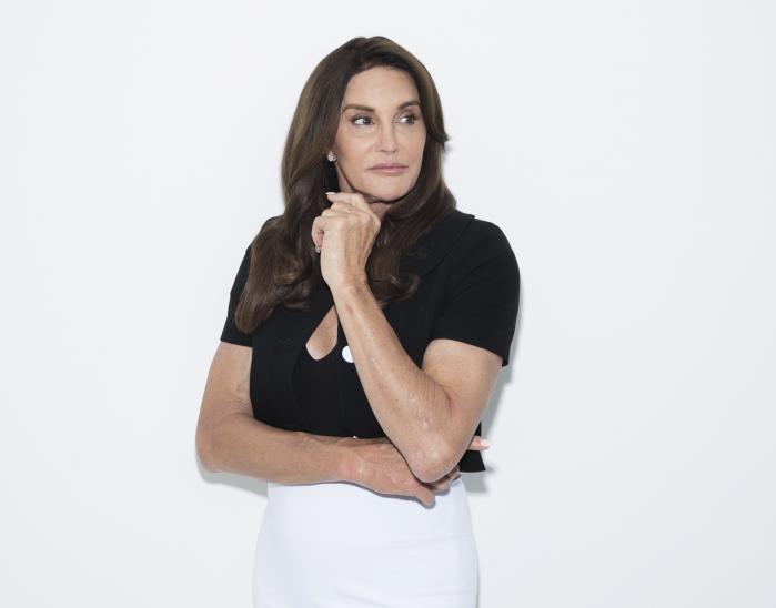 Caitlyn Jenner (på billedet) blev hyldet verden over, da hun sprang ud som kvinde. Men da borgerretsaktivisten Rachel Dolezal, som i flere år havde præsenteret sig som sort, blev afsløret i at være hvid, blev hun beskyldt for svindel og racisme. Hvorfor denne forskel?