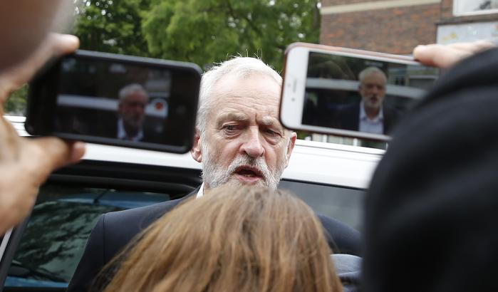 Det øjeblik, da Labours manifest blev lækket – og den folkelige støtte steg – var det øjeblik, hvor skyttegraven blev indtaget. Labours højrefløj søgte tilflugt i næste skyttegravsrække – man gav afkald på valgsejr og så frem til en ny ledelse efter et forventeligt, forsmædeligt nederlag. Det gik heller ikke så godt