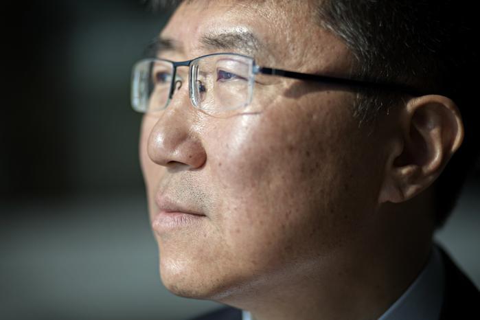 Hvis man vil forstå verdens ulighed, må man ifølge økonomen Ha-Joon Chang både tage historiske, geografiske, demografiske og især politiske faktorer i betragtning.