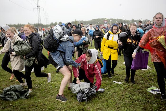 Helvede brød løs, da en håndfuld forældre klagede til Roskilde Festival over, at festivallogistikken og det våde vejr var for hårdt for deres børn.