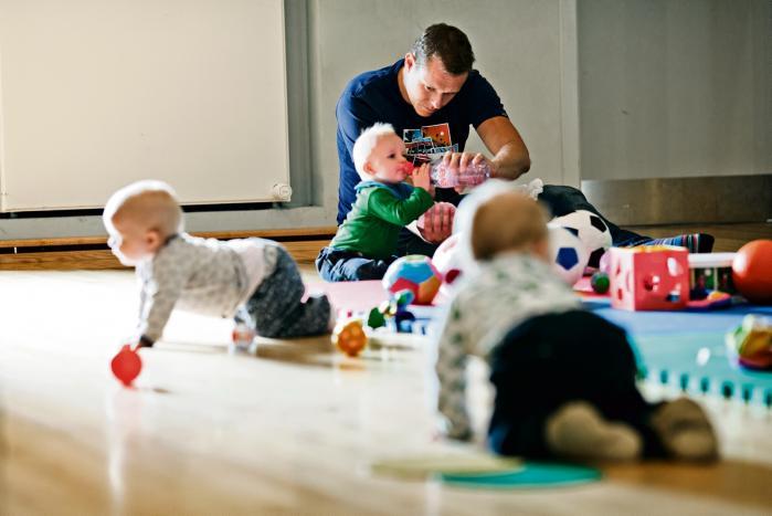 Langt flere mænd end kvinder får aldrig deres egne børn, viser tal fra en stor nordisk undersøgelse.