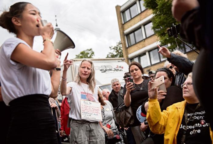 Protest foran jobcenteret på Lærkevej i København tidligere på sommeren. Her måtte bl.a. Anna Mee Allerslev, borgmester for Beskæftigelses- og Integrationsforvaltningen i Københavns Kommune for Radikale Venstre, gribe til mikrofonen.