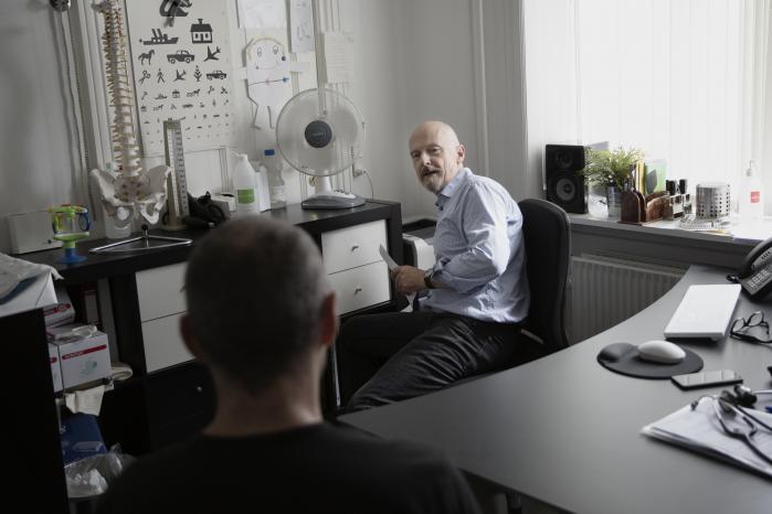 Information skrev for nylig om praktiserende læge Anders Beich, der har anbefalet patienter at flytte fra Københavns Kommune for på den måde at sikre sig en bedre behandling af deres ansøgning om førtidspension. Nu er en ændring af førtidspensionsreformen undervejs