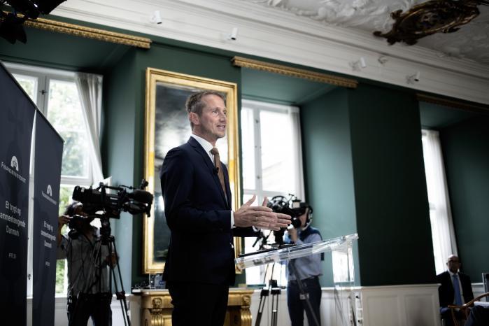 Den nye finanslov viser, at de tre borgerlige partier godt ved, at de skal ned på knæ foran Dansk Folkeparti for at få deres vilje.