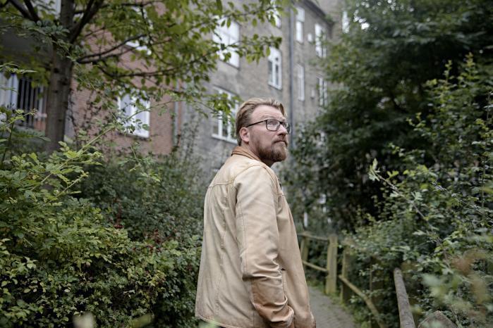 Claus Skytte er forfatter og formand for foreningen for platformsøkonomi. I Danmark er der for vanskeligt at skabe deleøkonomi fra bunden, og sager som Uber har givet det et dårligt image, mener han.
