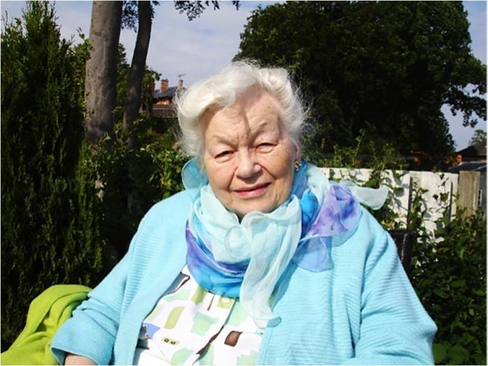Minna Bøtefyhr voksede op i mellemkrigstiden blandt statsministre og folketingsmedlemmer og var hele livet medlem af Socialdemokratiet. Samtidig var hun den første i sin familie, der kom på universitetet, men hun fravalgte tidligt en karriere i embedsværket for at blive 'hjemmearbejdende'