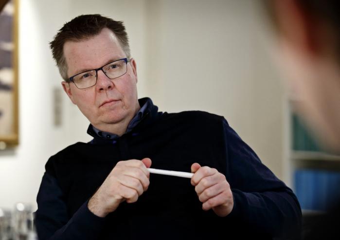 Ombudsmanden, Jørgen Steen Sørensen, gør det i et svar til Folketingets Udlændinge- og Integrationsudvalg klart, at integrationsminister Inger Støjberg (V) ikke kan henvise til hans redegørelse som belæg for sin påstand om, at fire unge piger er blevet reddet fra at leve sammen med mænd, som de i virkeligheden ikke ønskede at leve sammen med.