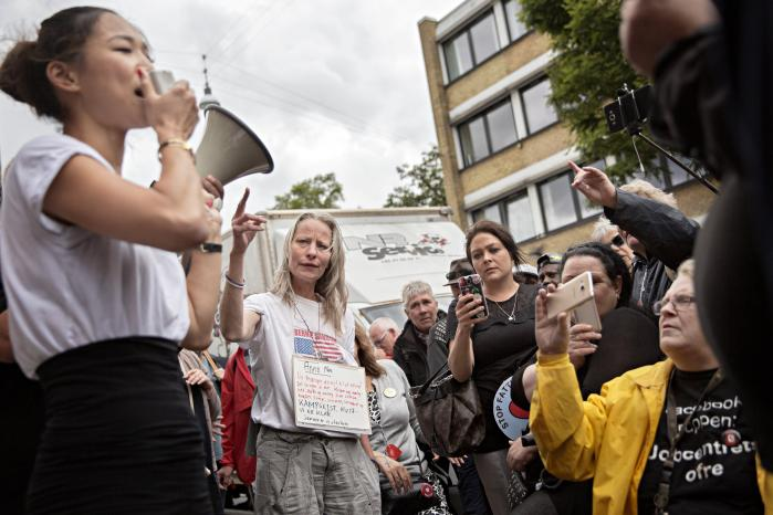 Tidligere i år havde Foreningen Jobcentrets Ofre indkaldt til demonstration foran jobcentret på Lærkevej i Nordvest for at protestere mod reformer af arbejdsmarkedsområdet, og den københavnske borgmester Anna Mee Allerslev var mødt op for at forsvare Københavns politik på området. På Jobcenter Lærkevej sidder socialrådgiverne hver med ansvaret for omkring 180-220 borgere på kontanthjælp, fordi politikerne i København i årevis har undladt at prioritere arbejdet med de mest udsatte ledige.