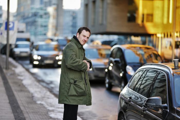 Filmredaktør Christian Monggaard kan ikke forestille sig, at Nesbø selv er tilfreds, og han kan heller ikke forestille sig, at fans af bøgerne vil være tilfredse med filmatiseringen af 'Snemanden' – for magen til makværk skal man lede længe efter.