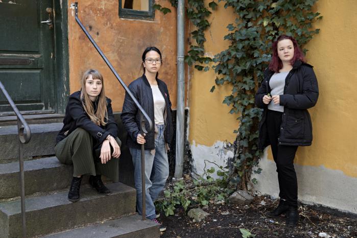 Gertrud Vangsø, Karoline T. Lau ogAstrid Sihm Larsen mødes hver uge på Hovedbiblioteket for at læse og lave podcast om litteratur til unge. De er alle tre store fans af John Green.