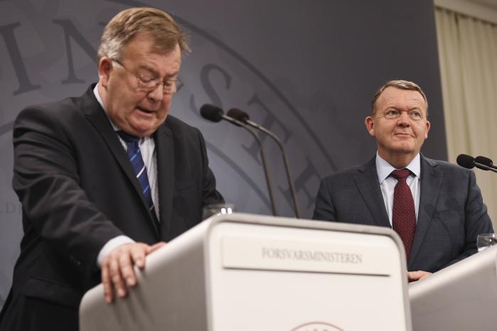 Forsvarsminister Claus Hjort Frederiksen (V) og statsminister Lars Løkke Rasmussen (V) insisterer på, at der er tale om et substantielt løft af forsvarsudgifterne. Men der er snarere tale om talgymnastik, mener kritikere.