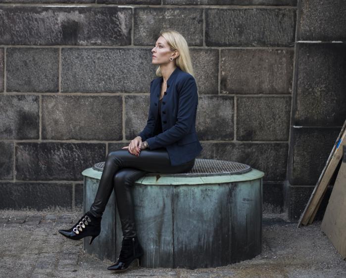 Sarah Engell debuterede i 2009 med romanen 'Hvis bare...'. 'Valget' er hendes tiende bog.
