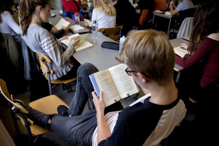 Når de unge læser, læser de ikke om en lykkelig og ubekymret ungdomsverden. Nej, de læser John Green, der fortæller historier om OCD, angst, ensomhedens afgrund og cancer.