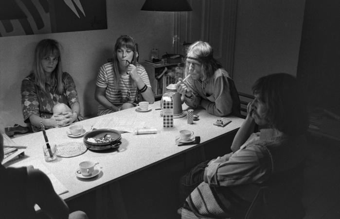 Kollektiverne havde deres storhedstid, men nu er epoken slut.Børnene af vores tid vælger kernefamilien. På billedet ses et beboermødei kollektivet på Dyvekes Allé på Amager i 1969.