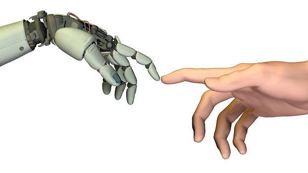 Konfrontationen mellem mennesker og robotter er fyldt af skepsis og nysgerrighed. Robotforsker Stefan Larsen mener, at robotterne er kommet for at blive og at vi skal glemme science fiction-forestillingerne. I stedet skal vi overveje, hvorfor vi både frygter robotter og fascineres af dem