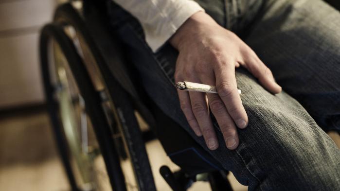 Mange borgere oplever, at cannabis kan lindre smerter, kramper, PTSD, tics, kvalme, muskelstivhed og visse former for epilepsi. Mens 21 stater i USA og flere europæiske lande har tilladt medicinsk anvendelse af cannabis, har udviklingen i Danmark stået stille i 10 år. Mød kræft-, sklerose- og epilepsipatienterne, der ulovligt medicinerer sig selv med cannabis.