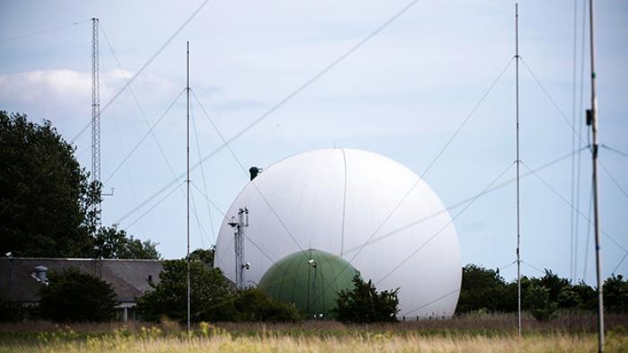 Nye afsløringer fra whistlebloweren Edward Snowden viser, at NSA via et tæt samarbejde med Forsvarets Efterretningstjeneste, har direkte adgang til al tele- og internettrafik, der transporteres gennem Danmark