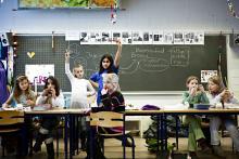 """Det offentlige tilskud til en folkeskole med en ressourcestærk elevsammensætning kan være lavere end tilskuddet til en privatskole med samme slags elever, skriver Cevea. Følg 1. kapitel i vores skoleprojekt """"En folkeskole for alle"""" her"""