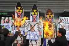 Tirsdag foretog Nordkorea landets første atomprøvesprængning under Kim Jong-un. Det har bragt ham på åben kolissionskurs med landets nærmeste allierede Kina. Sprængningen er også en direkte trussel mod USA, og testen falder samme dag, som præsident Barack Obama forventes at optrappe indsatsen for atomnedrustning i den årlige tale til nationen. Øget internationalt pres kan give bagslag