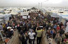 Borgerkrigen i Syrien har længe været en regional magtkamp, men nu spreder kamphandlingerne sig langsomt ud over landets grænser. Situationen spidser til, og Information har spurgt en række sagkyndige, om tiden er inde til at intervenere i Syrien
