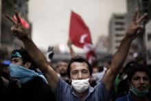 Hvad der startede som en mindre demonstration imod lukningen af en park i Istanbul, har nu udviklet sig til massedemonstrationer over hele Tyrkiet imod regeringen. For første gang i 10 år er Tyrkiets islamister er under pres