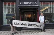 5 år er der gået siden den amerikanske bank Lehman Brothers krakkede og sendte chokbølger gennem det finansielle system. I Danmark har krisen fået sit foreløbige eftermæle, da det regeringsnedsatte finanskriseudvalg for nylig præsenterede sin rapport om årsagerne til krisens omfang i Danmark.