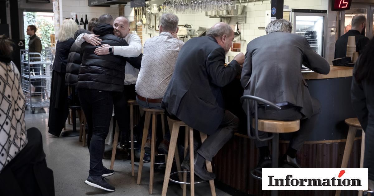 Mens Danmark Lukker Ned Fortsaetter Hverdagen I Sverige Hvorfor