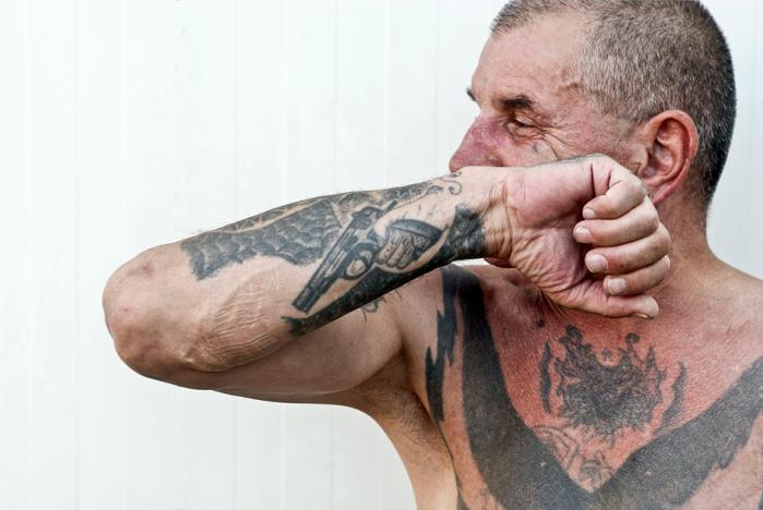 Østrigsk fotograf brugte 7 år på at fotografere indsattes hjemmelavede tuscher. Se billederne her