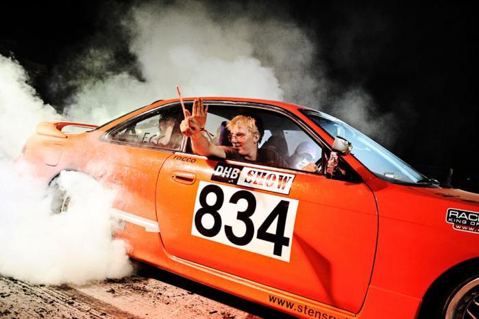 DHB 2008: Danmarks Hurtigste Bil på Vandel flyveplads. Aftenshow på brænderpladsen. Foto: Sanne Vils Axelsen