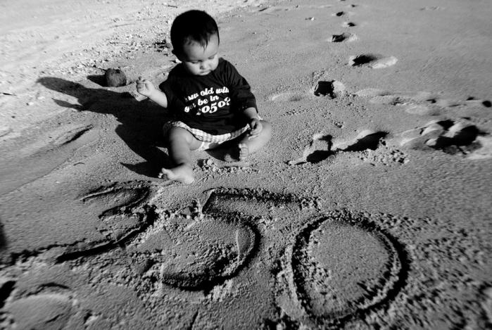 """Cook Islands, Australien. """"How old will you be in 2050""""? Foto: Jeff Vinicombe/350.org"""