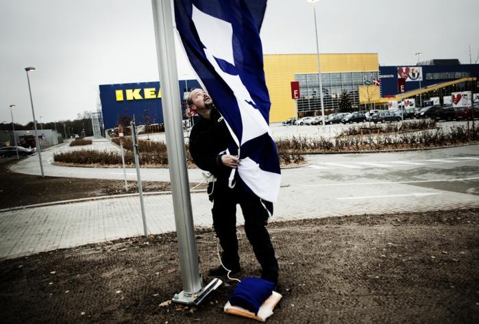 IKEA er mere end en forretning. Det er blevet en institurion, et fællesskab, en identitet, en filosofi. Onsdag den 4. november åbnede 34.500 kvadratmeter møbelbutik, Danmarks største, i Odense. Foto: Sigrid Nygaard