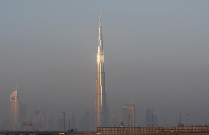 Burj Khalifa er 828 meter høj og dermed mere end dobbelt så høj som Empire State Building i New York. Foto: Scanpix