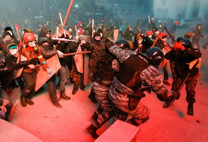 Ukraines hovedstad er rystet af hårde gadekampe mellem demonstranter og politi