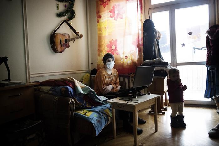 Informations fotograf, Sigrid Nygaard, har sammen med journalist Emil Rottbøll rejst fra Moskva til Krim. På turen besøgte de blandt andet dette flygtningehjem ved Rostov