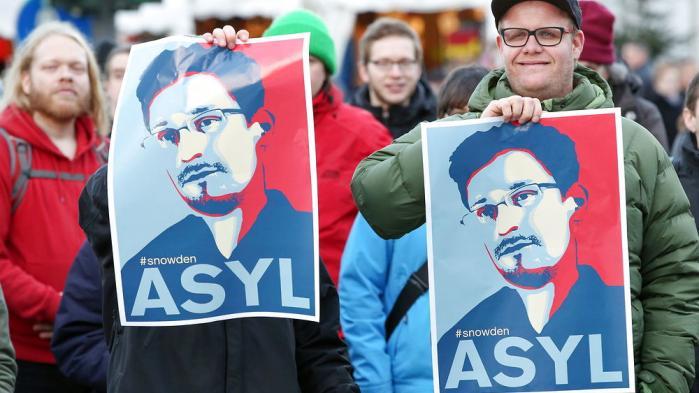 Tyskere Snowden-støtter demonstrer i Hamborg 28. december under slagråbet 'Freedom instead of fear'