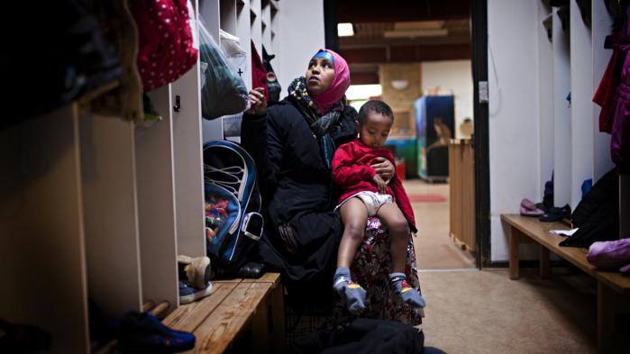 Information skrev i november 2010 om Salado Hassan fra Somalia, der kom i klemme, da Holbæk Kommune vurderede, at hun ikke var reelt enlig og derfor fratog hende børnetilskud, friplads og boligsikring.
