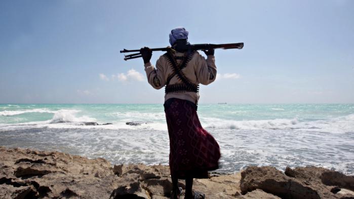 Danske rederier fik for godt et år siden mulighed for at anvende bevæbnede private vagter i den danske handelsflåde. Baggrunden for lovændringen var den kritiske sikkerhedssituation i regionen ved Afrikas Horn, hvor somaliske pirater angreb handelsskibene.