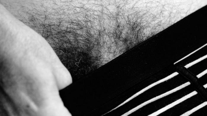 I jagten på mandighed er mændene begyndt at hale ind på kvinderne, når handler om plastikkirurgi. Den svenske journalist Christopher Holmbäcks beretning fra en voksende pikbyggebranche er et forkortet uddrag fra antologien 'Mandens byrde', der udkommer i næste måned