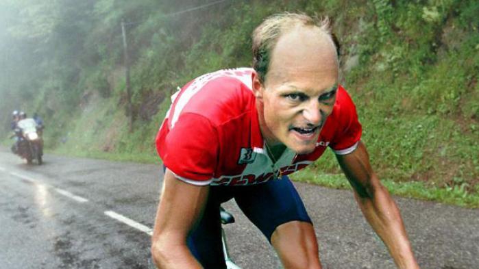 Med DR-journalisten Niels Christian Jungs personlige dokumentar om Bjarne Riis, 'Riis – Forfra', føjes endnu et kapitel til den noget nær uendelige saga om doping i cykelsporten. Et kapitel, der for alvor ville have været interessant, hvis journalisten havde turdet give mere af sig selv