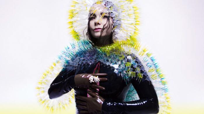 Sang for sang oplever vi hos Björk mismodet, desillusionen, drabet, al blodet, bandagerne og den langsommelige fysiske og psykiske helingsproces efter hun og kæresten Matthew Barney brød med hinanden i 2013. Foto fra coveret på 'Vulnicura'