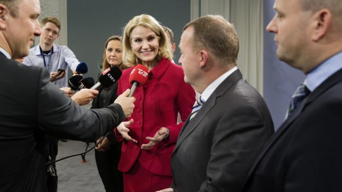 Statsminister Helle Thorning-Schmidt (S) og Venstres formand, Lars Løkke Rasmussen, stod side om side, da de i går præsenterede en ny aftale om retssamarbejdet i EU.