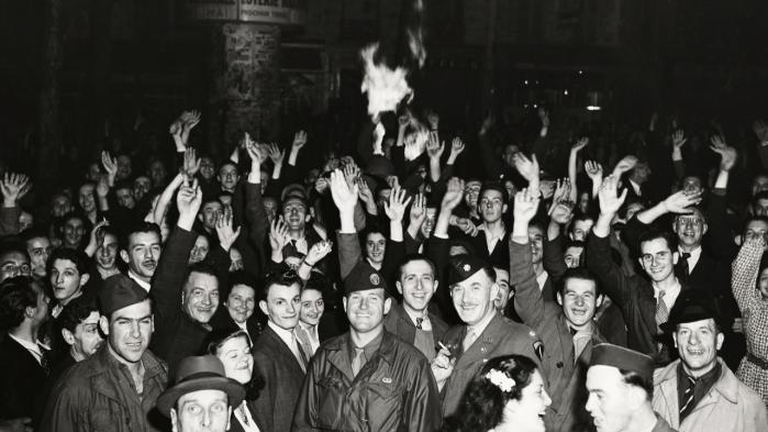 I den farlige tid, hvor alle spørgsmål var åbne, og ingen kendte svarene, kunne Frankrigs befrielse fra nazismen være endt i borgerkrig og revolution.