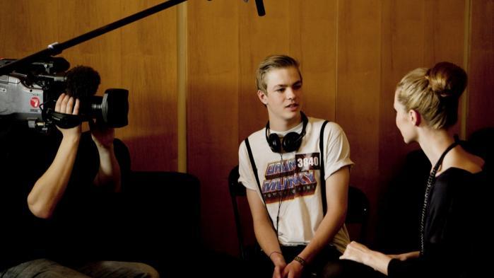 I år blev ottende sæson af programmet X-Faktor vist – et af de programmer som er finansieret af licensen. Her ses et backstage-interview med auditiongængere fra en tidligere sæson.