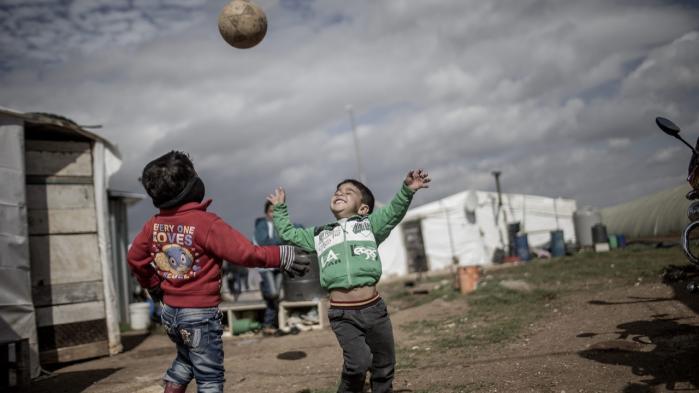 Syriske børn i en flygtningelejr i Libanon. Red Barnet vurderer, at de har kunnet få hjælp frem til 3,1 millioner flygtninge i bl.a. Libanon, Jordan, Irak og Syrien.