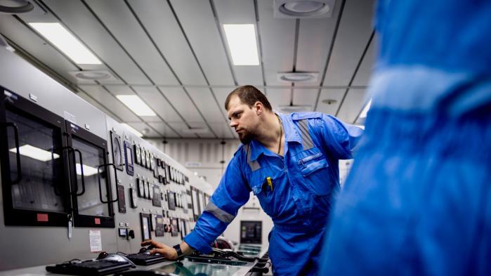 Om bord på verdens største containerskib, Mary Maersk. Det går frem for dansk økonomi – men langsommere end ventet, siger økonom.