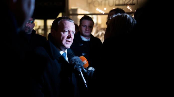 Ydmyghed og realisme bør være de bærende principper i statsminister Lars Løkke Rasmussens forhandlingsstrategi over for EU, mener to tidligere EU-embedsmænd.