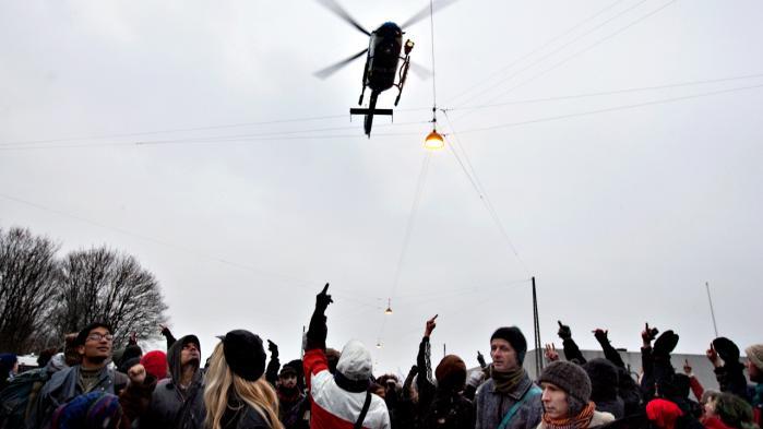 Den kontroversielle tyske politiagent med dæknavnet 'Maria Block' kom til Danmark under klimatopmødet COP15 i 2009, hvor hun deltog i Reclaim Power-demonstrationen. Det viser sig nu, at udsendelsen skete på foranledning af såvel PET som det tyske politi.