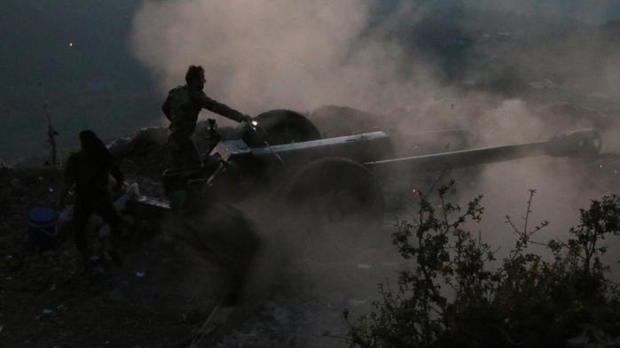 Assads syriske hær i kampe mod FSA i Latakia-provinsen i efteråret. Regeringshæren hjælpes godt på vej af russisk luftstøtte, og nu er en nøgleby i provinsen – Rabia – indtaget.