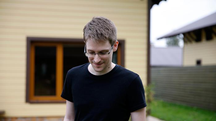 Det var i sidste måned, at justitsminister Søren Pind oplyste over for Folketinget, at det amerikanske fly var landet i København for at kunne transportere Snowden til USA