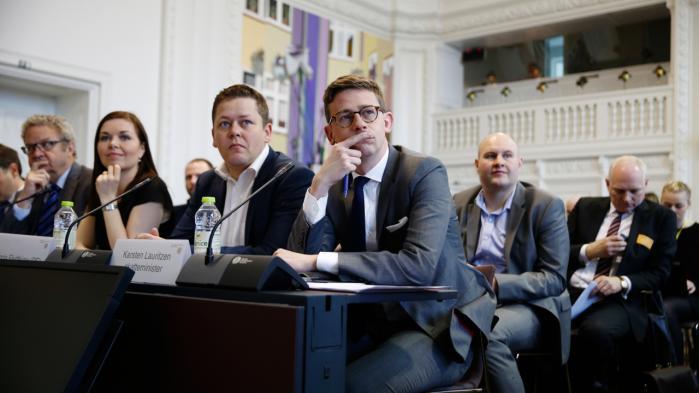 Skatteminister Karsten Lauritzen (V) var blandt deltagerne ved gårsdagens høring i Folketingets Skatteudvalg, som var foranlediget af de lækkede dokumenter fra Panama. Og konklusionen var klar: Løsninger må findes internationalt gennem EU, hvis men effektivt vil hindre danskeres brug af internationale skattely.
